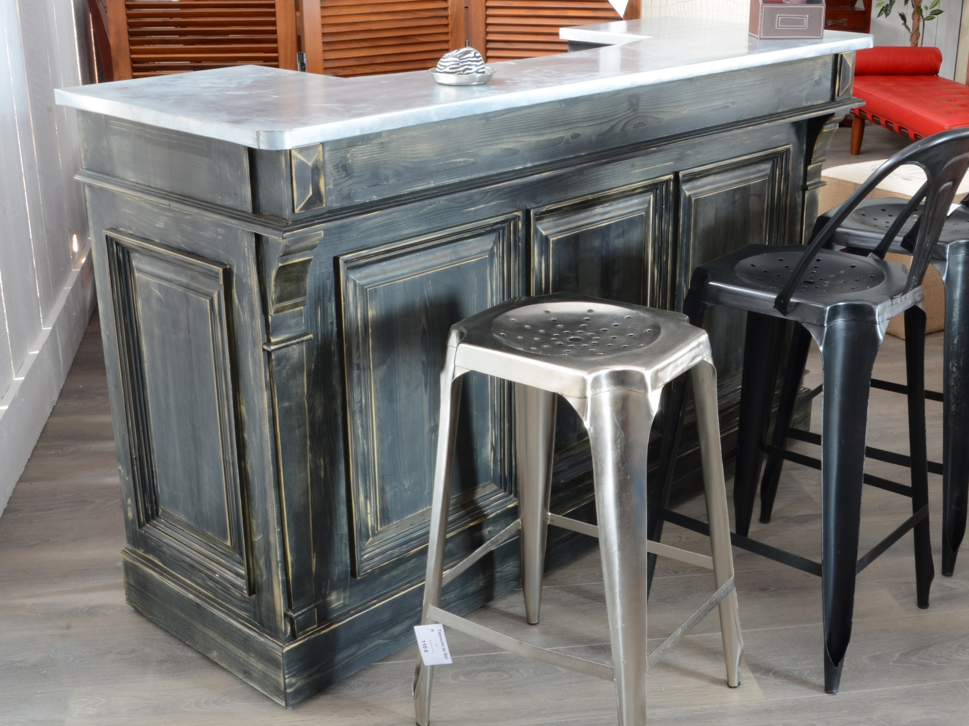 bar patin avec son comptoir en zinc dans le style art d co. Black Bedroom Furniture Sets. Home Design Ideas