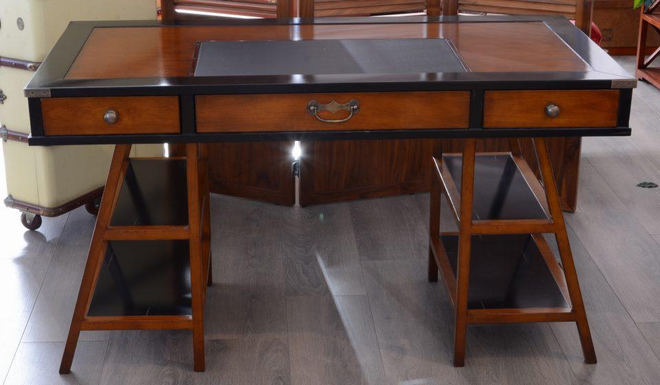 bureau marine sur tr teau. Black Bedroom Furniture Sets. Home Design Ideas